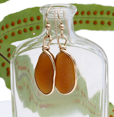 amber-brown-sea-glass-earrings-in-gold